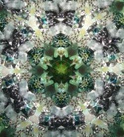 画像4:  『誕生石の万華鏡』 オイル万華鏡   5月 エメラルド